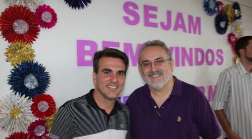 Os reverendos Sergio Queiroz e Aguinaldo Melo após a solenidade de assinatura do contrato