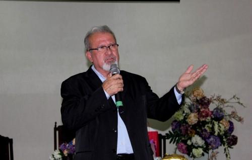 Após as homenagens o reverendo Estevão agradeceu a Deus e aos irmãos pelomomentoespecial